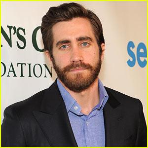 Jake Gyllenhaal To Make American Stage Debut in August!