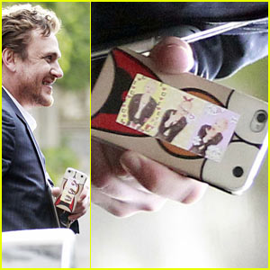 Jason Segel Tapes Michelle Williams' Pic on His Phone