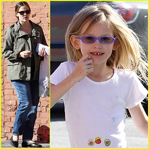 Jennifer Garner & Violet: Shoe Shopping