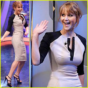 Jennifer Lawrence: 'El Hormiguero' Bow & Arrow!