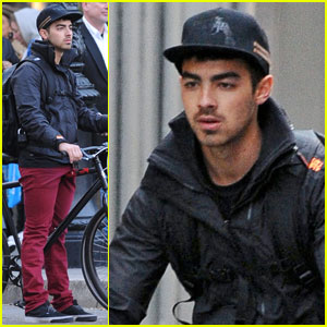 Joe Jonas Checks Out Trayvon Martin Protest