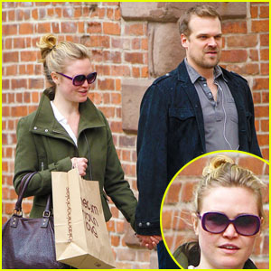 Julia Stiles & David Harbour: New York Shoppers!