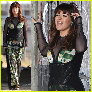 Kelly Clarkson: 'Dark Side' Video Shoot - First Pics!