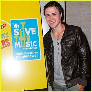Kris Allen: VH1 Save The Music Foundation Benefit!