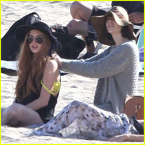 Lindsay Lohan: Beach Back Rub from Aliana!