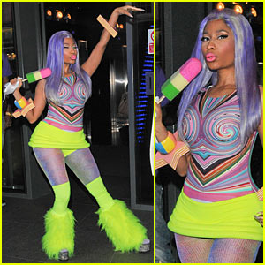 Nicki Minaj: Neon Ankle Warmers!