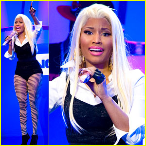 Nicki Minaj: Surprise Times Square Concert!
