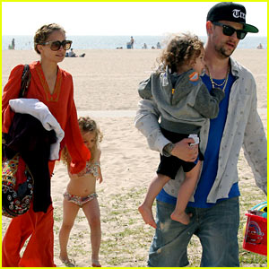 Nicole Richie: Beach Day with the Family!
