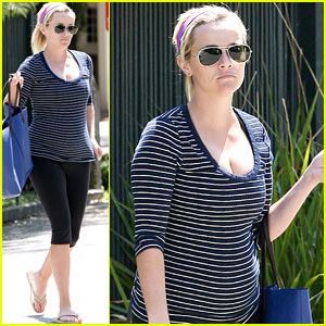 Reese Witherspoon: Baby Bump At the Gym!