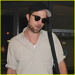 Robert Pattinson: D.C. Arrival!