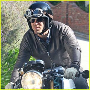 Blake Lively & Ryan Reynolds: Living Together?