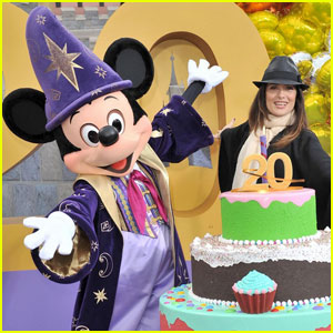 Salma Hayek: Disneyland Paris' 20th Birthday!