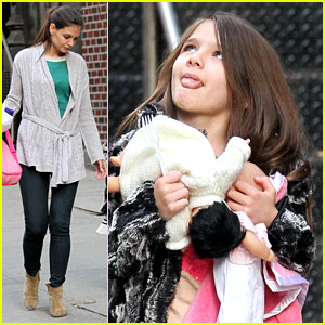 Suri Cruise Sticks Her Tongue Out at Katie Holmes