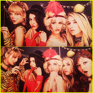 Taylor Swift Halloween Costumes on It S Not A Halloween Costume But She S In Fancy Dress Here
