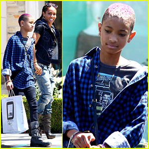 Willow Smith: Barnes & Noble with Mom Jada!