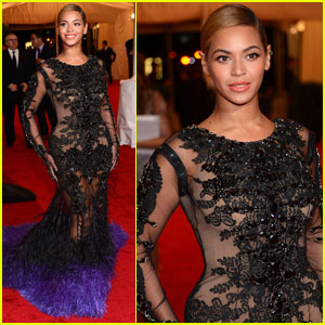 Beyonce - Met Ball 2012