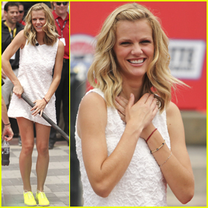 Brooklyn Decker: 'There's No Place Like Home!'