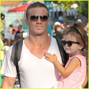 Cam Gigandet: Disneyland with Everleigh!