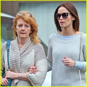 Emily Blunt & Mom Joanna: Wednesday Walk