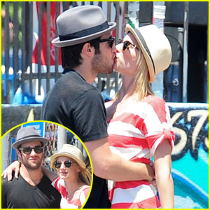 Emily VanCamp & Joshua Bowman: Kissy Couple