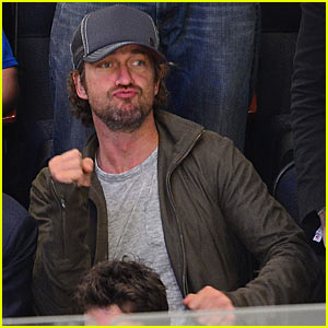Gerard Butler: New York Rangers Game!
