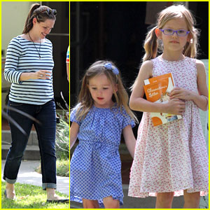 Jennifer Garner: Pasadena Playtime with the Girls!