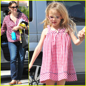 Jennifer Garner & Violet Kick It to Karate