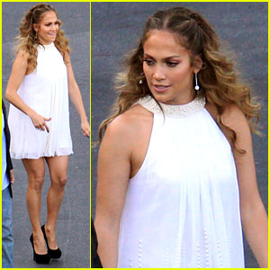 Jennifer Lopez Performs 'Dance Again' with Casper Smart!