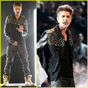 Justin Bieber Performs 'Boyfriend' on 'The Voice'
