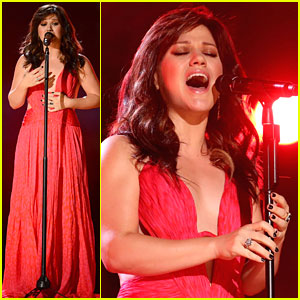 Kelly Clarkson's Billboard Performance - Watch Now!