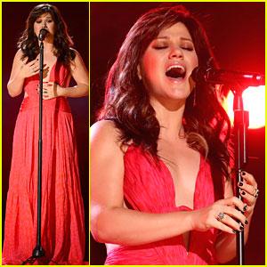 Kelly Clarkson's Billboard Performance - Watch Now!