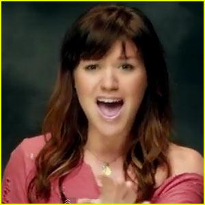 Kelly Clarkson's 'Dark Side' Video - Watch Now!