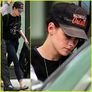 Kristen Stewart Battles Charlize Theron in 'Snow White' Clip