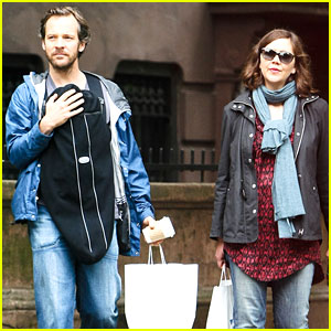 Maggie Gyllenhaal & Peter Sarsgaard: NYC Stroll with Gloria Ray