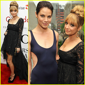 Nicole Richie: Fifi Awards 2012 with Michelle Monaghan!