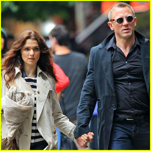 Daniel Craig & Rachel Weisz: Holding Hands in NYC