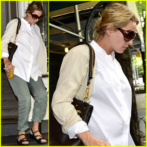 Uma Thurman: Baby Bumpin' in NYC!