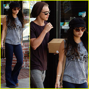 Vanessa Hudgens: Sweet Salt with Austin Butler!