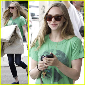 Amanda Seyfried: Fabrics Shopping Stop!