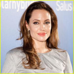 Angelina Jolie Donates $100,000 on World Refugee Day 2012