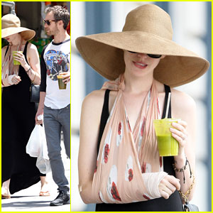 Anne Hathaway: Arm Sling Chic!