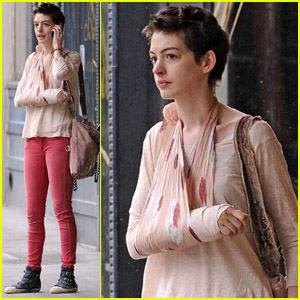 Anne Hathaway: Pretty in Pink