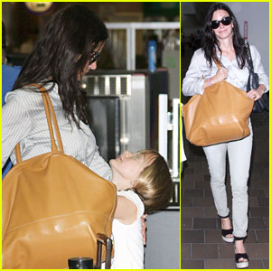 Courteney Cox & Coco: LaGuardia Hugs