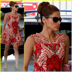 Eva Mendes: Gas Station Stop in Hollywood