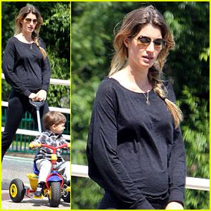 Gisele Bundchen: Pregnant Stroll with Benjamin!