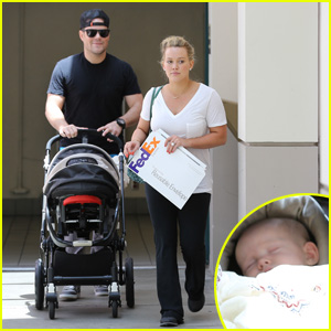 Hilary Duff: Baby Luca Walk with Mike Comrie!