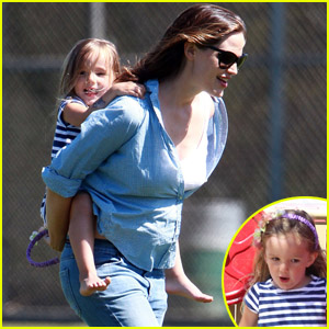 Jennifer Garner & Seraphina: Mommy-Daughter Day at the Park!