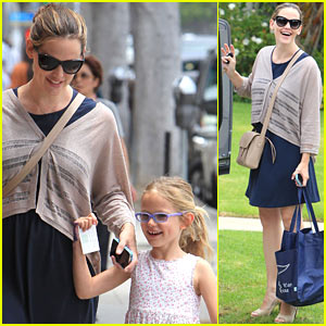 Jennifer Garner: Mother-Daughter Day with Violet