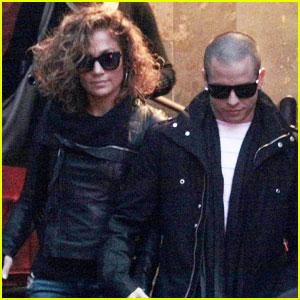Jennifer Lopez Shows Off Curly, Short Hair