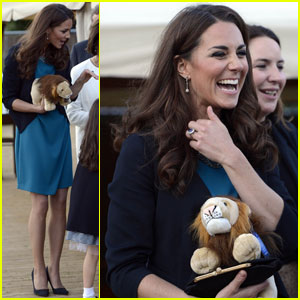 Duchess Kate: 'Lion, Witch & Wardrobe' Performance!